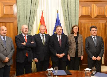 Planas con representantes de Cooperativas Agro-alimentarias.
