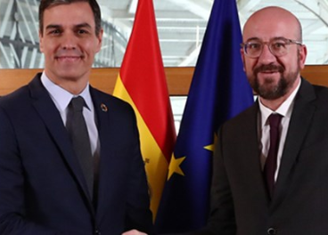 Pedro Sánchez con el presidente del CE.