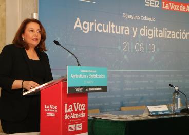 Carmen Crespo durante su intervención en la jornada celebrada en Almería.