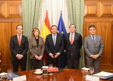 Luis Planas y representantes de FIAB.