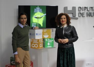 La vicepresidenta de Territorio Inteligente, María Eugenia Limón, junto a la gerente de Cooperativas Agro-alimentarias de Huelva, Natalia Aguilera.