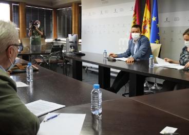 Reunión del consejero y el sector del olivar de la región.