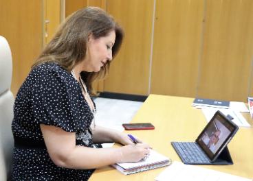 Reunión por videoconferencia entre la consejera y el presidente de las cámaras de comercio.