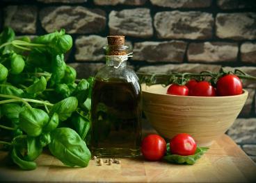 El consumo de  vitamina E ayuda a prevenir la aparición de enfermedades crónicas asociadas al envejecimiento.