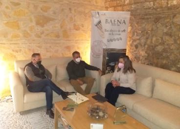 Reunión entre representantes de la DO Baena y la senadora.