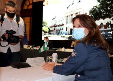 Carmen Crespo en la reunión con el ministro.