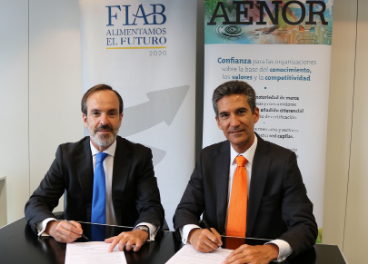 Firma del convenio entre FIAB y AENOR.