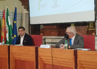 Francisco Reyes y Manuel Parras durante la presentación de la memoria.