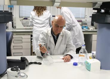 José Juan Gaforio en el laboratorio.