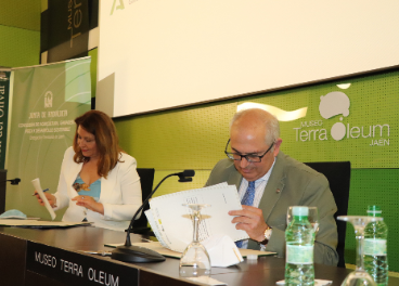 Firma de la cesión de la sede para el CR de la IGP Aceite de Jaén.